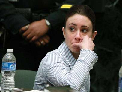 Casey Anthony sits at the defense table after the jury left to begin deliberations in her first degree murder trial at the Orange County Courthouse in Orlando, Florida, July 4, 2011. Foto: Red Huber / Reuters
