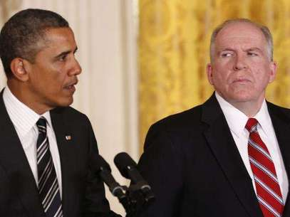 White House counterterrorism advisor John Brennan (R) listens as U.S. President Barack Obama nominates him to become the next CIA director at the White House in Washington January 7, 2013. Foto: Kevin Lamarque / Reuters