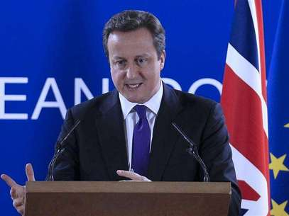 Britain's Prime Minister David Cameron speaks during a news conference at the end of an European Union leaders summit meeting to discuss the European Union's long-term budget in Brussels February 8, 2013. Foto: Yves Herman / Reuters