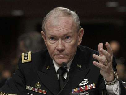 U.S. Army General Martin Dempsey, the Chairman of the Joint Chiefs of Staff, testifies on the Defense Department's response on the attack on U.S. facilities in Benghazi, Libya before the Senate Armed Services Committee hearing in Washington February 7, 2013. Foto: Gary Cameron / Reuters