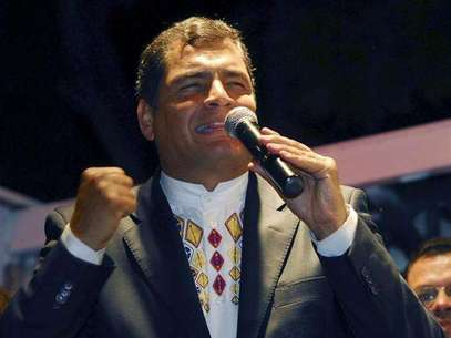 File photo of Ecuador's President Rafael Correa celebrating after winning a referendum vote in Guayaquil September 28, 2008. Foto: Stringer / Reuters