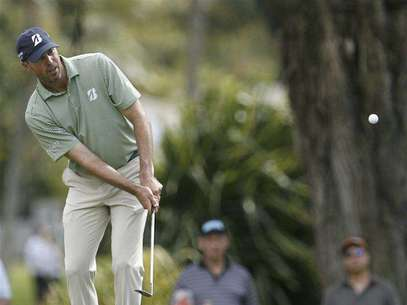 John Merrick of the U.S. tees off on the second hole during the final round of the Northern Trust Open golf tournament at Riviera Country Club in Los Angeles February 17, 2013. Foto: Danny Moloshok / Reuters