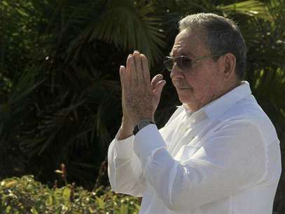 Cuba's President Raul Castro gestures after a wreath-laying ceremony at the Soviet Soldier monument in Havana February 22, 2013. Foto: Enrique De La Osa / Reuters