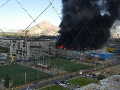 El incendio está fuera de control Foto: Twitter / @cramirezc