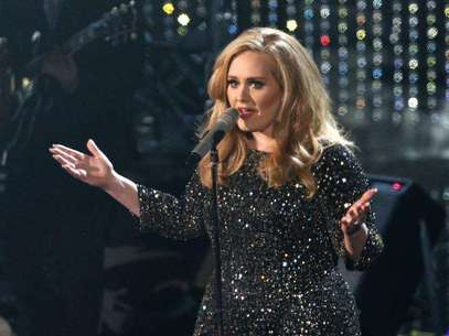 """British singer Adele perfoms the song """"Skyfall"""" from film """"Skyfall,"""" nominated as best orginal song, at the 85th Academy Awards in Hollywood, California February 24, 2013. Foto: Mario Anzuoni / Reuters"""