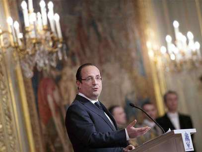 France's President Francois Hollande delivers his speech during an awards ceremony at the Elysee Palace in Paris, February 26, 2013. Foto: Bertrand Langlois / Reuters