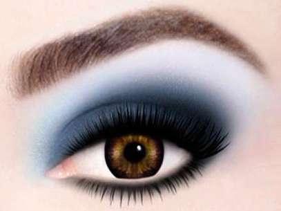 Maquillaje con colores atractivos y audaces, propuesto por la firma Max Factor. Foto: EFE en español