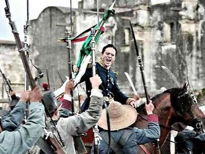 La cinta aborda la guerra entre los ejércitos de México, bajo el mando de Ignacio Zaragoza, interpretado porKuno Becker, y el representante del Imperio Francés. Foto: Reforma
