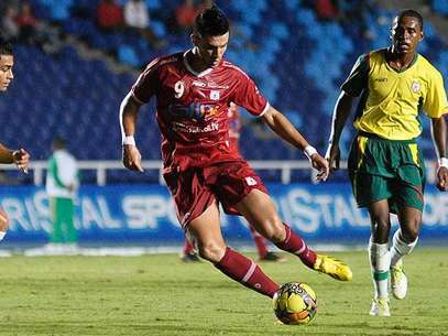 El delantero brasileño Flavio Carvalho fue expulsado en el juego entre América de Cali y Llaneros Foto: Cortesía El País