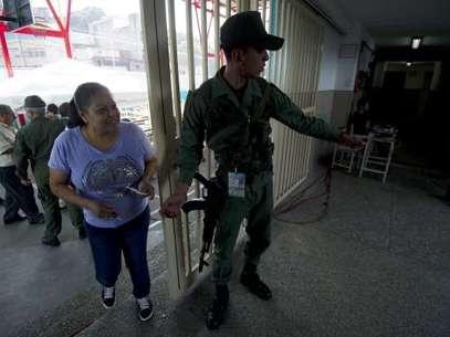 Miles de miembros de las Fuerzas Armadas Bolivarianas se desplegaron en todo el territorio nacional con el fin de resguardar el proceso electoral. Foto: AFP