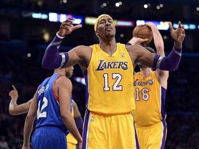 91-86. Dwight Howard asume el liderazgo y acerca a los Lakers a los playoffs Foto: Agencia EFE / © EFE 2013. Está expresamente prohibida la redistribución y la redifusión de todo o parte de los contenidos de los servicios de Efe, sin previo y expreso consentimiento de la Agencia EFE S.A.