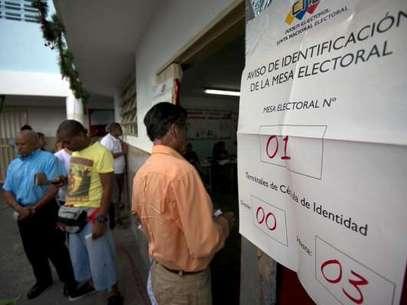 Desde las 06:00 AM (hora local) millones de electores asistieron a ejercer su derecho al sufragio en toda Venezuela. Foto: AFP