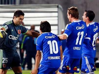 Herrera con sus atajadas dejó a la U en semis de Copa Chile. Foto: Agencia Uno