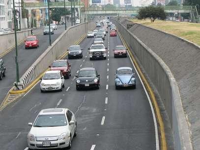 La medida sería para frenar el crecimiento del parque vehicular, que actualmente es de 5 millones 25 mil en el Valle de México. Foto: Archivo / Notimex