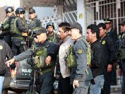 El delincuenteCarlos Timaná es trasladado desde Comas hasta la sede de la Dirincri. Foto: Andina