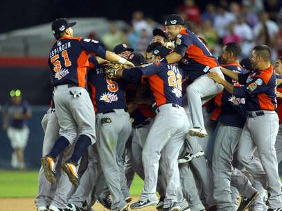 Los Tigres de Quintana Roo se adjudicaron su corona número 11 en la Liga Mexicana de Beisbol (LMB), tras vencer por 5-2 a Sultanes de Monterrey y dejar en 4-1 la Serie Final por el título 2013.Los campeonatos de los felinos se registraron en las temporadas de 1955 -la de su fundación-, 1960, 1965, 1966, 1992, 1997, 2000, 2001, 2005, 2011 y ahora en el 2013. Foto: Imago7