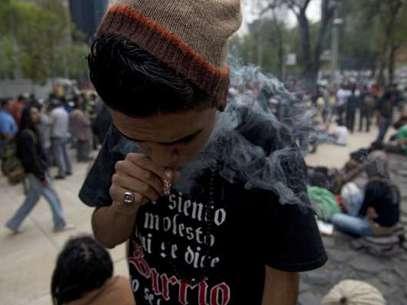 Laley plantea dar el permiso para que abran clubes de adictos a la marihuana. Foto: AFP