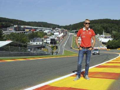 Marussia Formula One driver Max Chilton of Britain poses on the track ahead of the weekend's Belgian F1 Grand Prix in Spa-Francorchamps August 22, 2013. Foto: Laurent Dubrule / Reuters