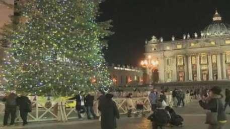 Presépio e árvore de 25 metros enfeitam Praça São Pedro Video: