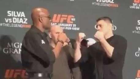 Amigos! Anderson e Diaz fazem encarada camarada em coletiva Video: