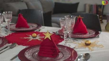 Servilletas en forma de árbol de Navidad para decorar la mesa Video: