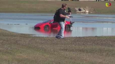 Video: Lamborghini de 2000hp dentro de un lago Video: