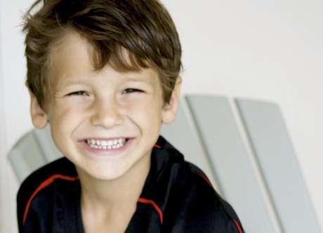 Esta foto dada a conocer por la familia el domingo, 17 de julio del 2011, muestra a Max Shacknai, de seis años. Shacknai, hijo del ejecutivo farmacéutico Jonah Shacknai, falleció el domingo, una semana después de haberse caído por las escaleras de la mansión de su padre.   Foto: Foto de familia / AP