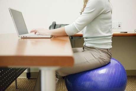 Freytag dijo que sólo pararse la mantiene motivada y quema una caloría extra por minuto.  Foto: Getty Images