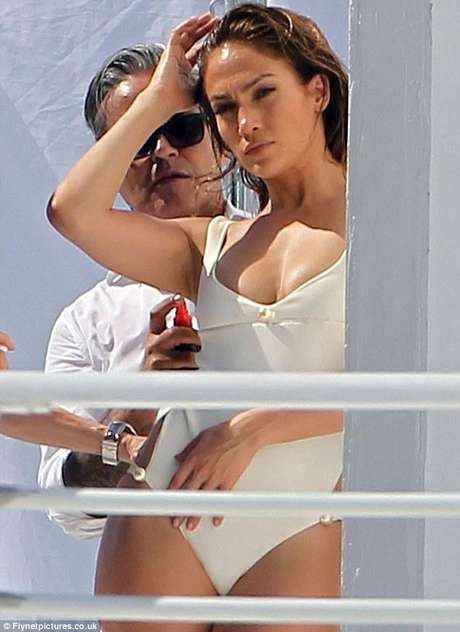 Jennifer López captada por los paparazzi junto a Testino Foto: Reproducción Daily Mail