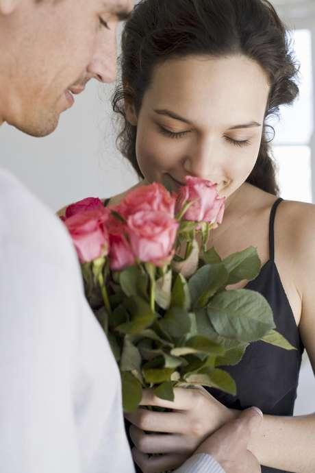 Asombrá a tu enamorada con un ramo de flores bien temprano a la mañana. Es un regalo clásico que nunca falla.  Foto: Thinkstock