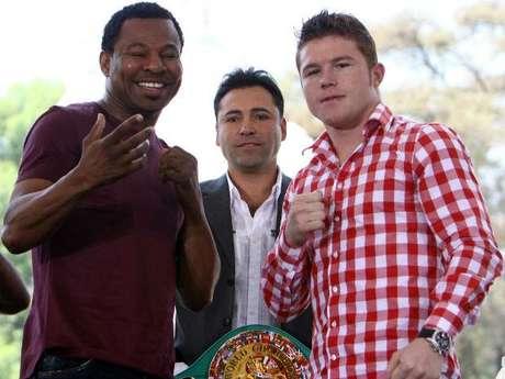 Oscar de la Hoya dijo que los ganadores de Canelo-Mosley y Mayweather-Cotto se enfrentarán. Foto: Mexsport