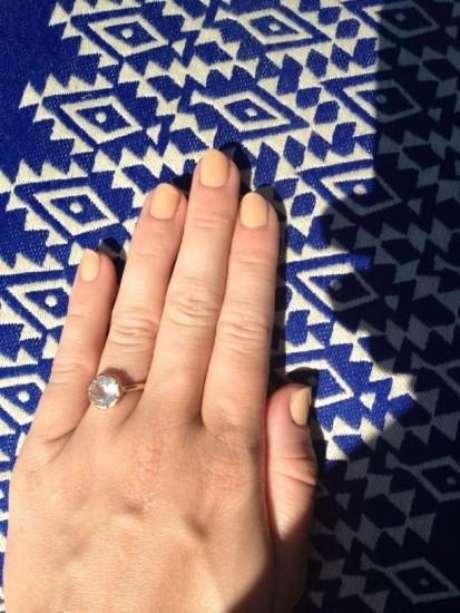 El anillo de Miley Cyrus que comenzó los rumores Foto: Twitter