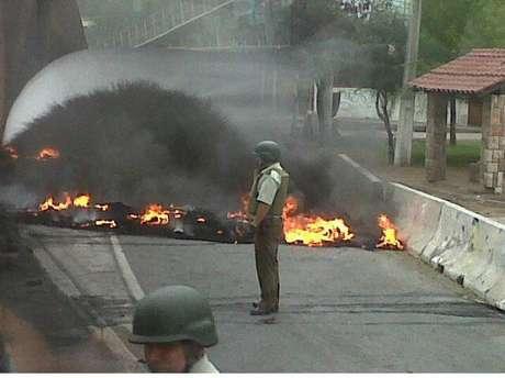 Protestas tienen cortada la vía. Foto: Reproducción/Twitter
