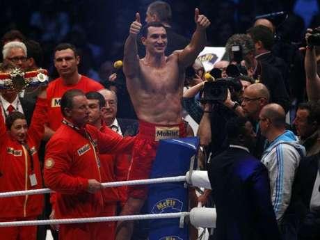 Klitschko, de 36 años, se impuso en marzo al francés Jean-Marc Mormeck, con lo que suma en su palmarés 57 victorias (50 par KO) y tres derrotas. Foto: Reuters