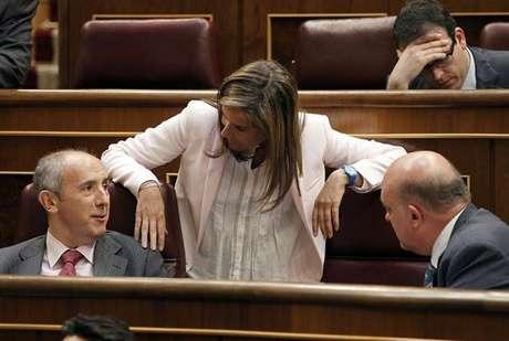La ministra de Sanidad, Ana Mato con los diputados de PNV Josu Erkoreka y Emilio Olabarría (Agencia: EFE) Foto: Telefónica de España, SAU