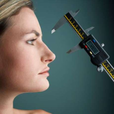 Woman Getting Her Nose Measured Foto: Getty images