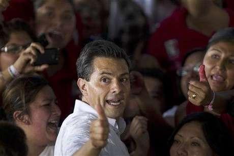 Enrique Peña Nieto dijo que intentará usar el tiempo del debate para contar qué es lo que piensa hacer como presidente y no en atacar a rivales. Foto: AP