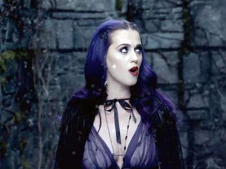 Katy Perry es una vampira exótica en el video 'Wide Awake'. Foto: Video Oficial