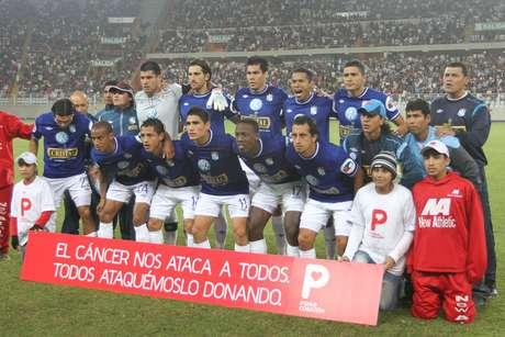 Con autogol de Saco-Vértiz y gol de Junior Ross, los dirigidos por Roberto Mosquera derrotaron 2-0 a los cremas en el Estadio Nacional. Foto: Miguel Bustamante / Terra Perú