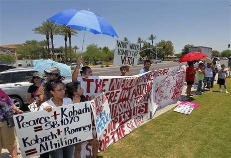 Son cinco los estados que ya aprobaron leyes duras contra la inmigración, pero debido al fallo de la Corte, podrían sumarse otros. Foto: AP