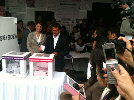 Enrique Peña Nieto votó entre reclamos y rechiflas de un grupo de manifestantes en Atlacomulco. Foto: Juhani Espinoza / Terra