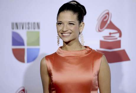 Natalia Jiménez llega a la 12a entrega anual de los Latin Grammy en Las Vegas el 10 de noviembre del 2011. La cantante española, ex vocalista de La Quinta Estación, trabaja actualmente en su segundo álbum como solista.  Foto: Chris Pizzello, Archivo / AP