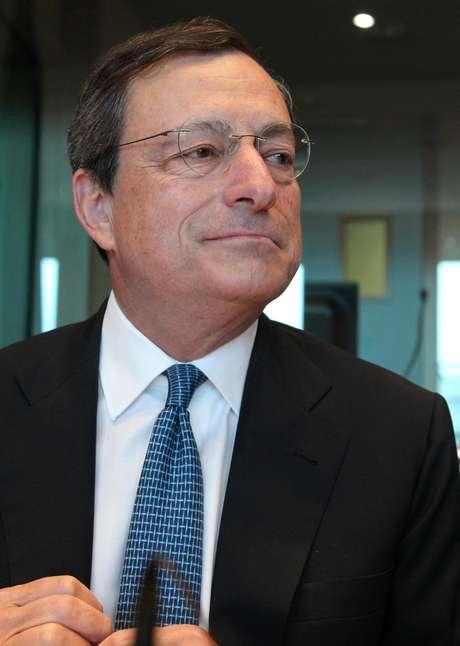 El presidente del Banco Central Europeo Mario Draghi durante su asistencia a una reunión del Comité de Asuntos Económicos y Monetarios del Parlamento Europeo en Bruselas, el lunes 9 de julio de 2012.  Foto: Yves Logghe / AP
