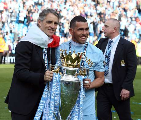 Roberto Mancini celebrates after winning the Premier League title. Foto: AP
