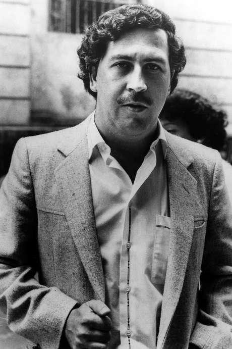 """El capo colombiano de la droga Pablo Escobar en Medellín, en una foto de archivo de 1984. Un serie colombiana sobre Escobar, """"Escobar, el patrón del mal"""", se transmite a partir del lunes 9 de julio del 2012 en Estados Unidos por Telemundo.  Foto: Archivo / AP"""