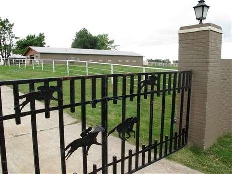 Esta es la puerta de entrada de la casa de Treviño. La conexión de Treviño con los Zetas, ahora salpicó al Bank of America, el segundo más importante de EE.UU. Foto: AP