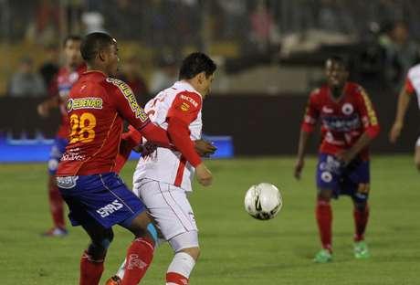 Deportivo Pasto e Independiente Santa Fe se enfrentan en el juego de ida de la final de la Liga Postobón I-2012 Foto: Terra