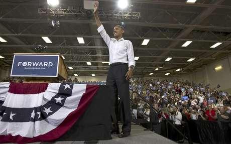 El presidente Barack Obama asiste a un mitin en una escuela de la ciudad de Clifton en el estado de Virginia el sábado 14 de julio de 2012. Obama tiene pros y contras que pueden decidir su futuro en las elecciones de noviembre.  Foto: J. Scott Applewhite / AP