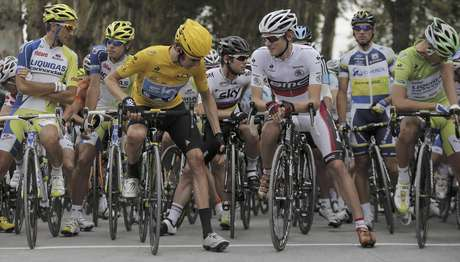 Bradley Wiggins (left) maintained his lead in the Tour de France's 18th stage Friday. Foto: Christophe Ena / AP