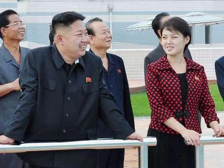 El dirigente norcoreano Kim Jong-un y su esposa Ri Sol-ju. Foto: Reuters en español